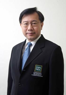 นายมนตรี โสคติยานุรักษ์ ผู้อำนวยการหลักสูตรปริญญาโทการจัดการภาครัฐและเอกชน (MPPM) สถาบันบัณฑิตพัฒนบริหารศาสตร์ (นิด้า)