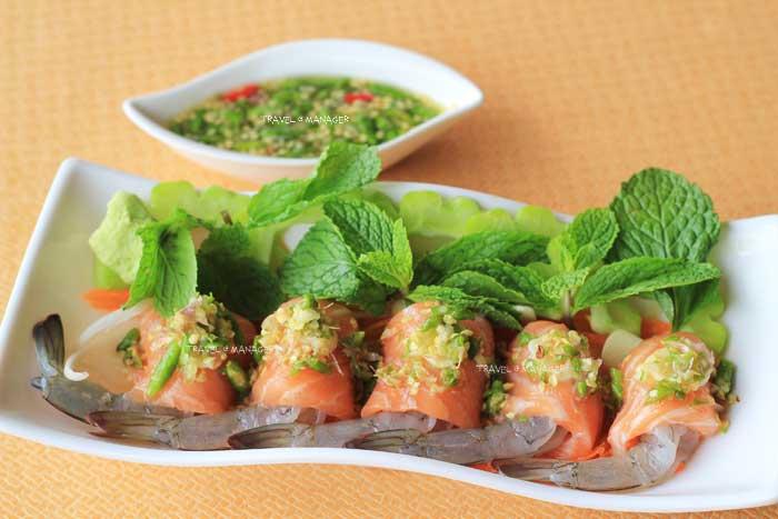 ปลาแซลมอนพันกุ้งแช่น้ำปลา