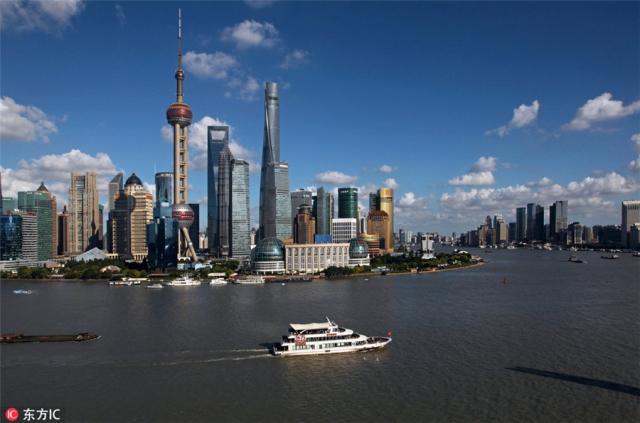 10. เซี่ยงไฮ้ - ทิวทัศน์ย่านธุรกิจการเงินลู่จยาจุ่ยของนครเซี่ยงไฮ้