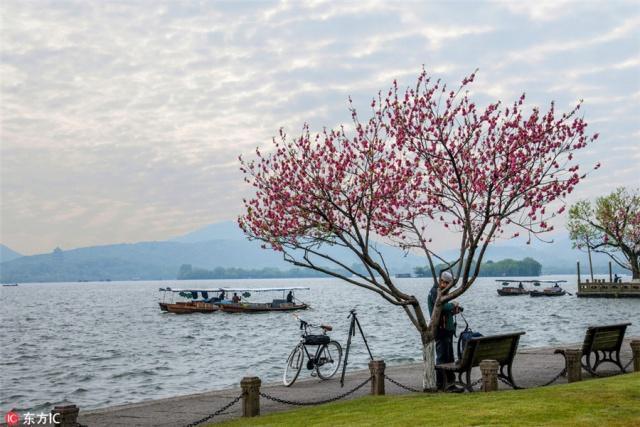 2. หังโจว - บรรยากาศริมทะเลสาบซีหูอันเลื่องชื่อของนครหังโจว มณฑลเจ้อเจียง