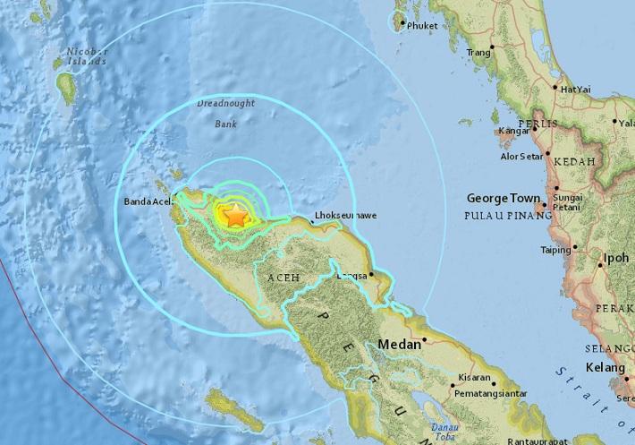 """ยอดตายแผ่นดินไหว 6.5 ที่ """"อาเจะห์"""" พุ่ง 25 ศพ บ้านเรือน-มัสยิดพังถล่มอื้อ"""
