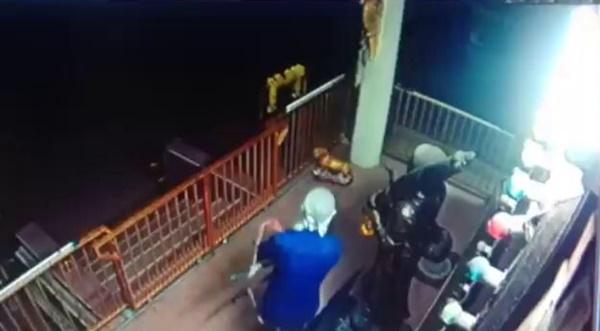 กล้องวงจรปิดจับภาพโจรใจบาปบุกงัดตู้บริจาควิหารวัดเมืองพัทยา