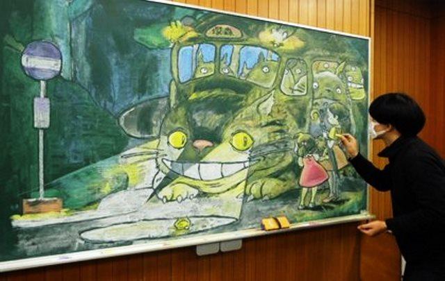 ครูศิลปะชาวญี่ปุ่น ผู้แปลงทุกอย่างเป็นงานศิลป์