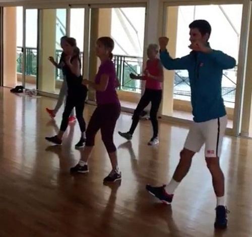 """สเต็ป """"โนเล"""" จับกลุ่มสุภาพสตรี เรียนเต้นซุมบาเอวอย่างพลิ้ว"""