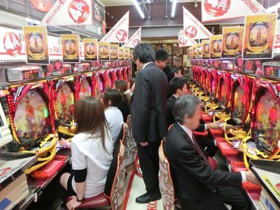 ตู้ปาจิงโกะ การพนันถูกกฎหมายในญี่ปุ่น