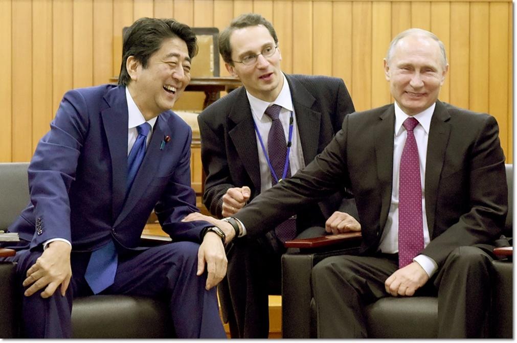 การกระชับมิตรแบบแนบแน่นในระหว่างการเยือนญี่ปุ่นอย่างเป็นทางการเป็นเวลา 2 วันของผู้นำรัสเซีย วลาดิมีร์ ปูตินและนายกรัฐมนตรี ชินโซ อาเบะแห่งญี่ปุ่นในสัปดาห์ที่ผ่านมา