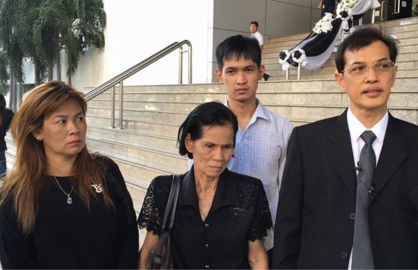 """""""6 โจ๋-แฟนสาว"""" ยืนกรานปฏิเสธสู้คดีรุมฆ่าชายพิการ ศาลนัดสืบพยานโจทก์นัดแรก 18 ก.ค.ปีหน้า"""