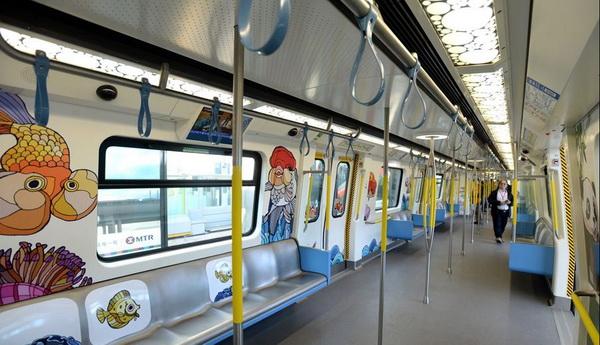 """บรรยากาศภายใน  """"รถไฟใต้ดินไร้คนขับ"""" (ภาพกวนฉา สื่อจีน)"""