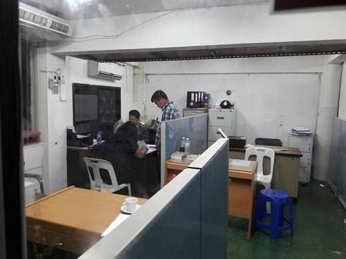 กองเชียร์อัลตราไทยแลนด์ ปฏิเสธลั่นไม่ได้จุดพลุแฟลร์ หลังเข้าพบตำรวจ สน.หัวหมาก กลางดึก