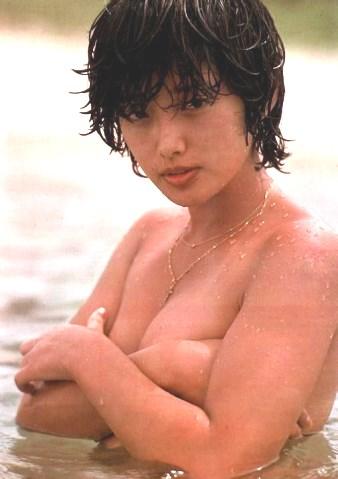"""ฟังเพลงดังข้ามยุคจาก """"โมโมเอะ ยามากุจิ"""" นักร้องสาวญี่ปุ่นผู้หาญกล้าท้าทายผู้ชาย (ชมคลิป)"""