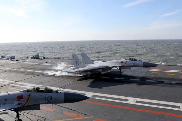 """ครั้งแรก! จีนนำเรือบรรทุกเครื่องบิน """"เหลียวหนิง"""" ออกซ้อมรบทะเลลึกใน """"แปซิฟิก"""""""