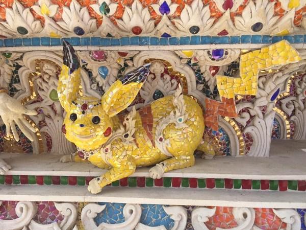 วัดปริวาสฯ ยอมรับ ปั้นตัวการ์ตูนพิกาจูตัวจริงบนกำแพงโบสถ์