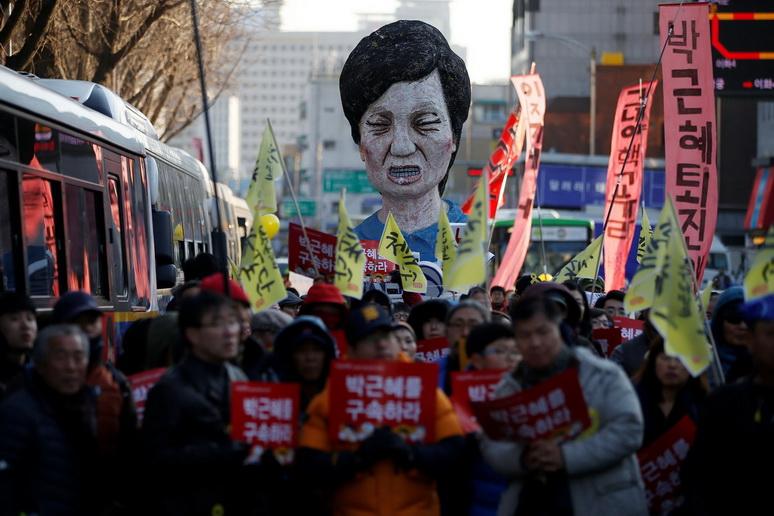 ชาวเกาหลีใต้ในกรุงโซลชุมนุมขับไล่ประธานาธิบดี พัค กึน-ฮเย
