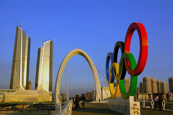 อันดับ 5 เจียงซู 98,000 คน - สัญลักษณ์วงแหวนโอลิมปิกตั้งอยู่ในย่านธุรกิจซินเจียโข่วของนครหนันจิง (นานกิง) มณฑลเจียงซูทางจีนตะวันออก