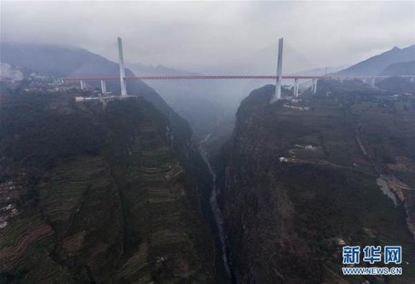 สะพานเป่ยผันเจียง ทุบสถิติสะพานที่สูงที่สุดในโลก เชื่อมมณฑลกุ้ยโจวไปยังมณฑลยูนนาน (ภาพ ซินหวา)
