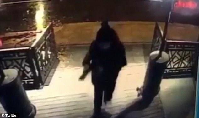 สื่อแพร่คลิปนาทีสยอง!!มือปืนโหดยิงถล่มไนต์คลับตุรกี ฆ่าไม่เลือกหน้า39ศพ
