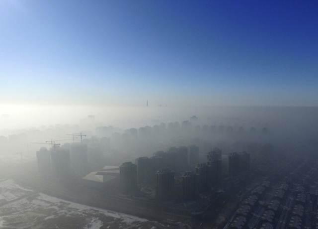 วันหมอกมลพิษครองนครเทียนจิน ภาพวันที่ 2 ม.ค. 2017  (ภาพ รอยเตอร์ส)