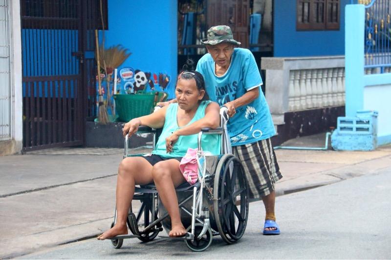 รักสะท้านโลกา..พ่อเฒ่าสัตหีบเลี้ยงเมียพิการ สัญญาจะรักมั่นจนวันตาย