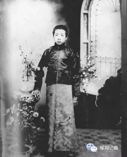 โจว เอินไหล ค.ศ.1912 ถ่ายภาพที่โรงเรียนในเสิ่นหยัง