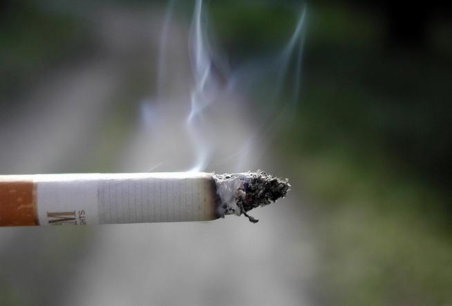 """ผลวิจัยชี้การ """"สูบบุหรี่"""" ทำ ศก.โลกสูญเงินปีละ $1 ล้านล้าน-ยอดตายต่อปีจ่อพุ่ง 8 ล้านคนภายในปี 2030"""