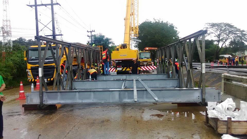 กรมทางหลวงเร่งสร้างสะพานชั่วคราว ถ.เพชรเกษม บางสะพาน คาดเสร็จวันนี้