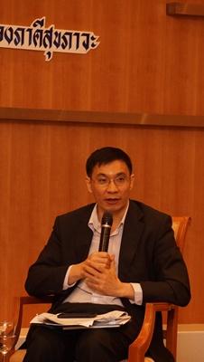 สมเกียรติ  ตั้งกิจวานิชย์ ประธานสถาบันวิจัยเพื่อการพัฒนาประเทศไทย (ทีดีอาร์ไอ)