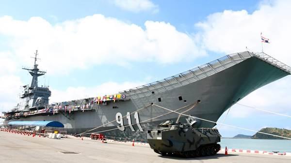 ทหารเรือพร้อมแล้วให้เด็กชมแสนยานุภาพทางทหารในวันเด็กแห่งชาติ