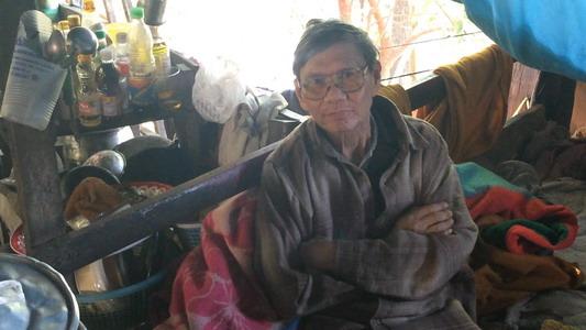 โซเชียลฯ แชร์! ลุงเชียงใหม่วัย 68 ป่วยอัมพาต อาศัยลำพังในบ้านเก่าโทรมฝามุงสังกะสีริมทางขึ้นดอยสุเทพ