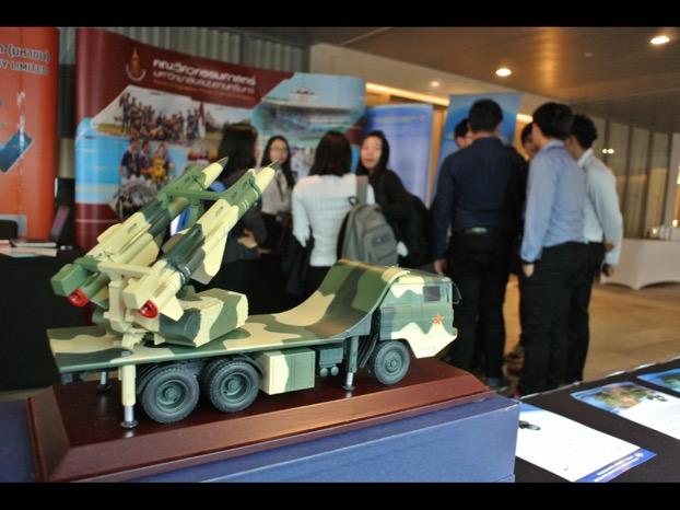 โมเดลจรวดจำลองจากบูธผู้ร่วมแสดงนิทรรศการจากจีน