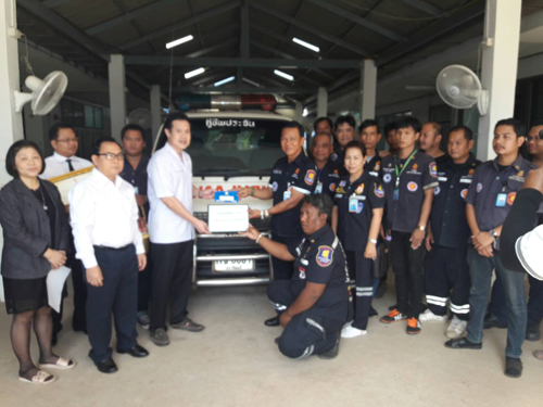 ร.พ.ประจันตคาม มอบรถตู้พยาบาล ให้หน่วยกู้ภัยฯ ช่วยเหลือผู้ประสบอุบัติเหตุ