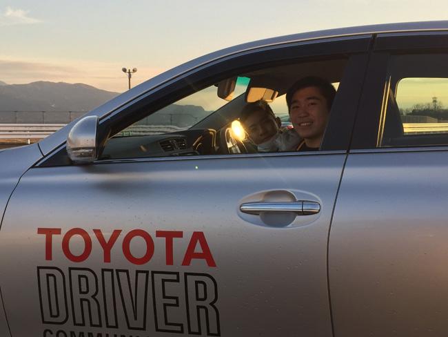 2 หนุ่ม หมิง กับ บอม ร่วมเรียนทดสอบขับขี่ปลอดภัย พร้อมสื่อมวลชน
