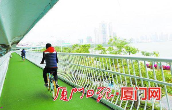ประชาชนขี่จกัรยานบนทางยกระดับอย่างสบายใจ (ภาพเซี่ยเหมินหวั่ง)