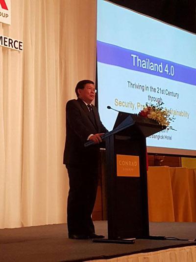 ดร. สุวิทย์ เมษินทรีย์ รัฐมนตรีประจำสำนักนายกรัฐมนตรี  บรรยายในงาน Monthly Luncheon ภายใต้หัวข้อ Thailand 4.0(ภาพจากแฟนเพจ ดร. สุวิทย์ เมษินทรีย์ Dr. Suvit Maesincee)