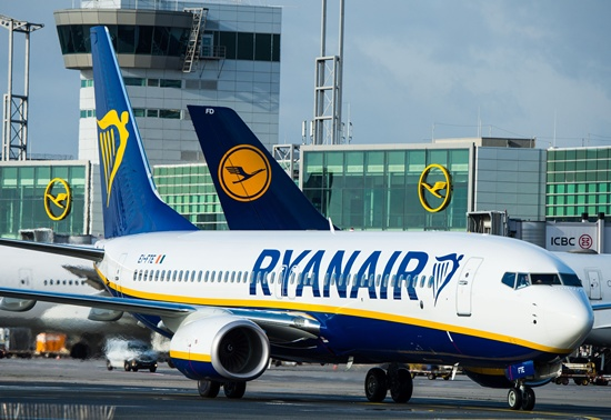 Profit after tax at Ryanair dropped eight percent in its third quarter after the pound weakened sharply following Britains decision to exit the EU, the Irish no-frills carrier said Monday. -- Photo: AFP