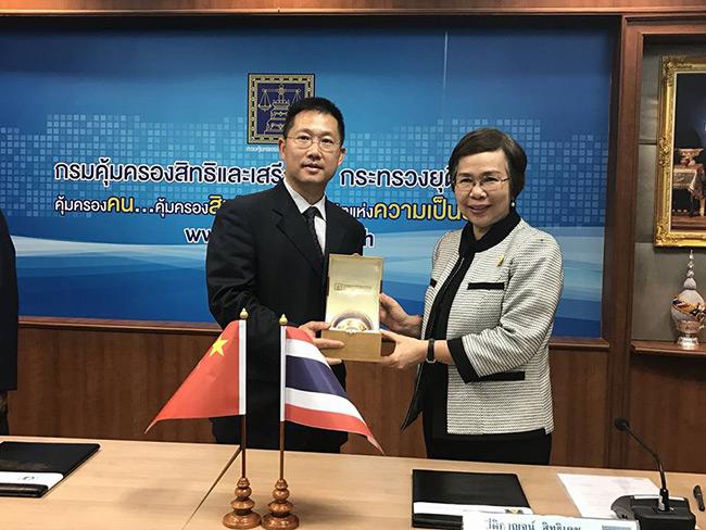 กรมคุ้มครองสิทธิฯจับมือ ม.กว่างซี สาธารณรัฐประชาชนจีน จัดทำพจนานุกรมภาษาไทย-จีน