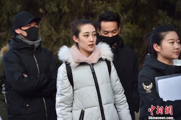บรรยากาศการสอบเข้าสถาบันการแสดงภาพยนตร์ปักกิ่ง เมื่อวันพุธ (8 ก.พ.) ที่ผ่านมา  (ภาพไชน่านิวส์ สื่อจีน)
