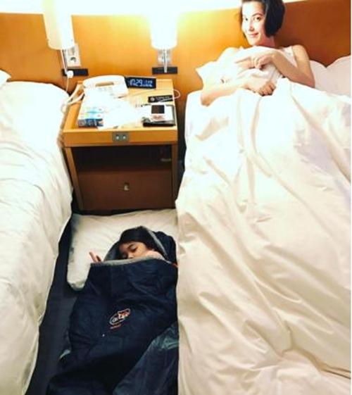 """สัมผัสใหม่แห่งการนอน """"น้องลียา"""" ลูกแม่ """"ธัญญ่า"""" ขอนอนพื้นชิวๆ ในทริปญี่ปุ่น"""