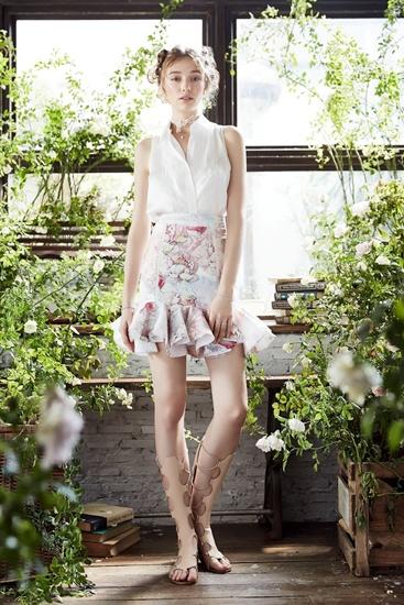 แรงบันดาลใจจากหมู่มวลดอกไม้สเปน สู่แบรนด์แฟชั่นสตรีหรู 'เทีย บาย ธารา'