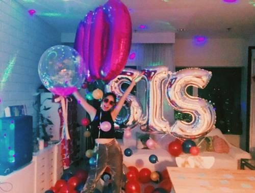 """""""คาริสา"""" เซอร์ไพรส์วันเกิด """"นท"""" ด้วยลูกโป่งคำว่า """"SIS"""" ดับฝันขาจิ้น"""
