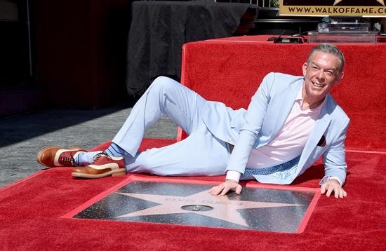 Radio host Elvis Duran gets Hollywood Walk of Fame star