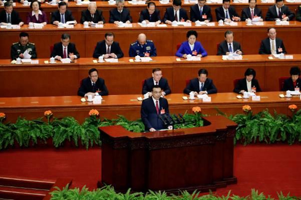 รัฐบาลมังกรแถลงแผนงานปี 2017 ตั้งเป้า GDP ปีนี้โต 6.5 %  ชี้เศรษฐกิจจีนชะลอลง แต่จะเดินหน้าอย่างมั่นคง