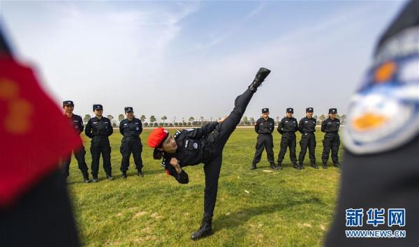 """เก่ง สวย โหด! ชมภาพ """"ดอกไม้เหล็ก"""" แห่งกรมตำรวจจีน  กล้าแกร่งไม่แท้ผู้ชายอกสามศอก"""