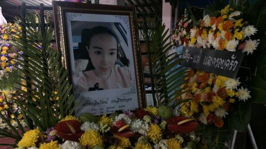 เศร้าสุดๆ! สวดที่บ้านเกิดคืนแรก ศพพยาบาลสาวชลบุรีช่วยคนเจ็บถูกรถชนดับ(ชมคลิป)