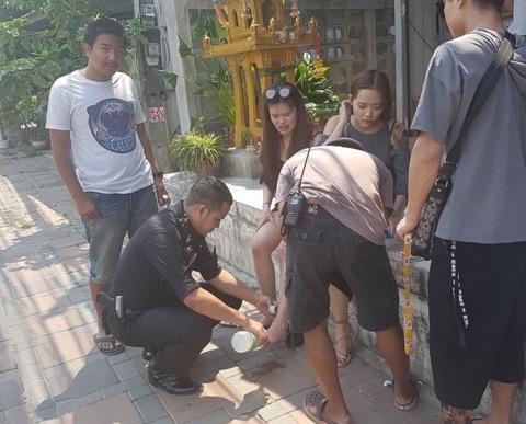 ดีต่อใจ! ตร.หนุ่มพัทยารุดช่วยสาวจีนประสบอุบัติเหตุทันท่วงที