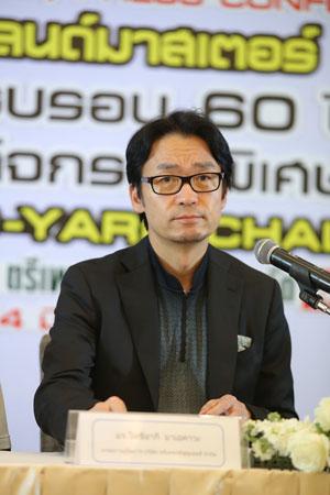 มร.โทชิอากิ มาเอคาวะ กรรมการผู้จัดการ บริษัท ตรีเพชรอีซูซุเซลส์ จำกัด เป็นประธานงานแถลงข่าว