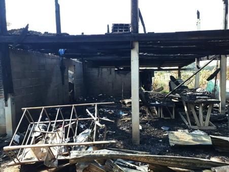 นร.ป.6 พิจิตรวอนคนใจบุญช่วย ไฟไหม้บ้านวอด 4 ชีวิตหมดตัว-ไร้ที่อยู่