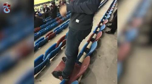 เข็ดไหม? สโมสรตุรกีทำโทษแฟนเหยียบเก้าอี้ให้เช็ดทั้งสนาม