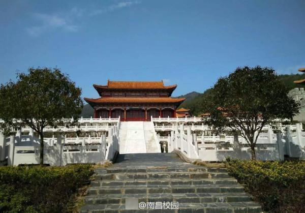 ชาวเน็ตมีอึ้ง! มหาวิทยาลัยจีนออกแบบอาคารเรียนเหมือนพระราชวังโบราณ  (ชมภาพ)