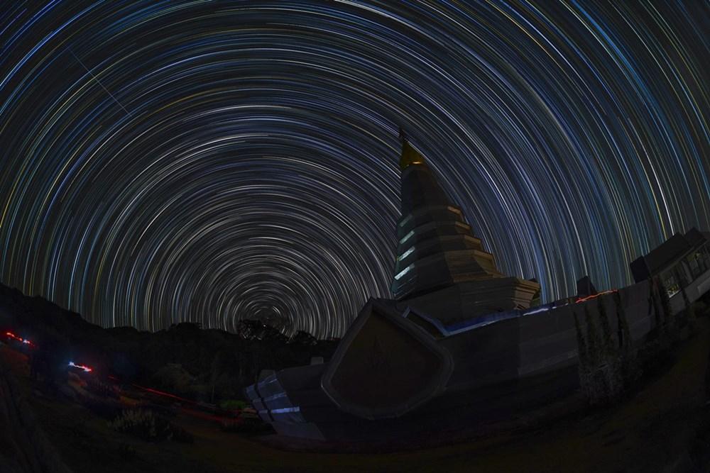 ภาพถ่ายเส้นแสงดาว จำนวน 123 ภาพ โดยใช้เวลาถ่ายภาพละ 1 นาที  (ภาพโดย : ศุภฤกษ์ คฤหานนท์ / Camera : Canon 1DX / Lens : Canon EF 15mm f/2.8 Fisheye / Focal length : 15 mm. / Aperture : f/4.0 / ISO : 1250 / Exposure : 60sec X 123 images)