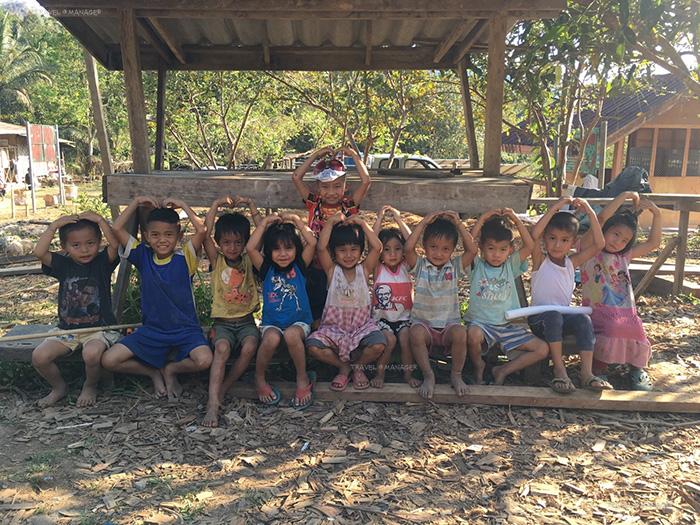 เด็กๆในหมู่บ้านไล่โว่